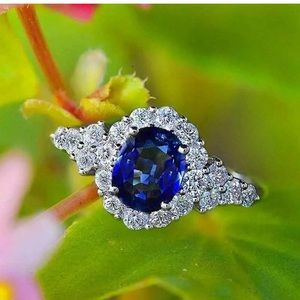 GORGEOUS!! 925 stamped oval shaped ring